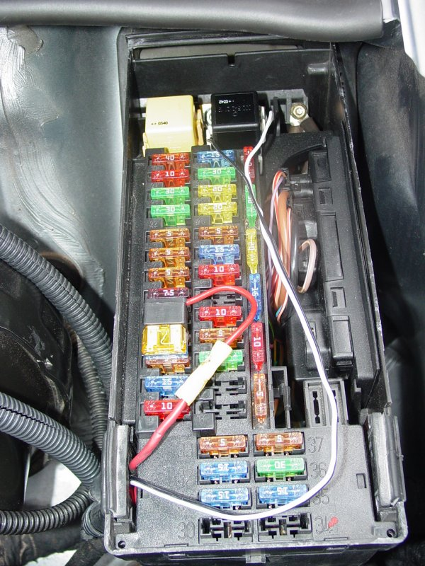 2004 Chrysler Crossfire Auxiliary Fuse Box